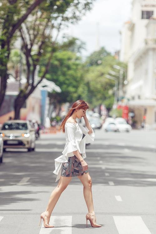 Hari Won vai trần đẹp mộng mơ trên phố - 1