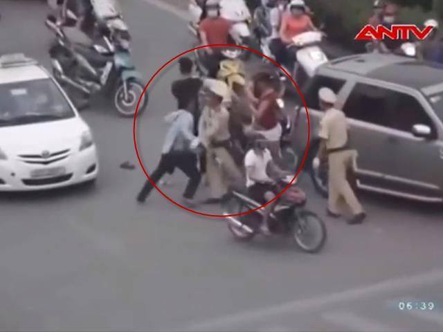 Chém nhau kinh hoàng tại Hà Nội sau va chạm giao thông - 2