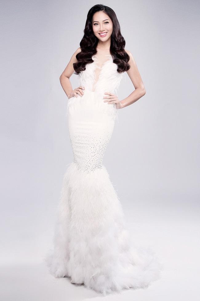 Diệu Ngọc rạng rỡ với đầm ren trước thềm Miss World - 1