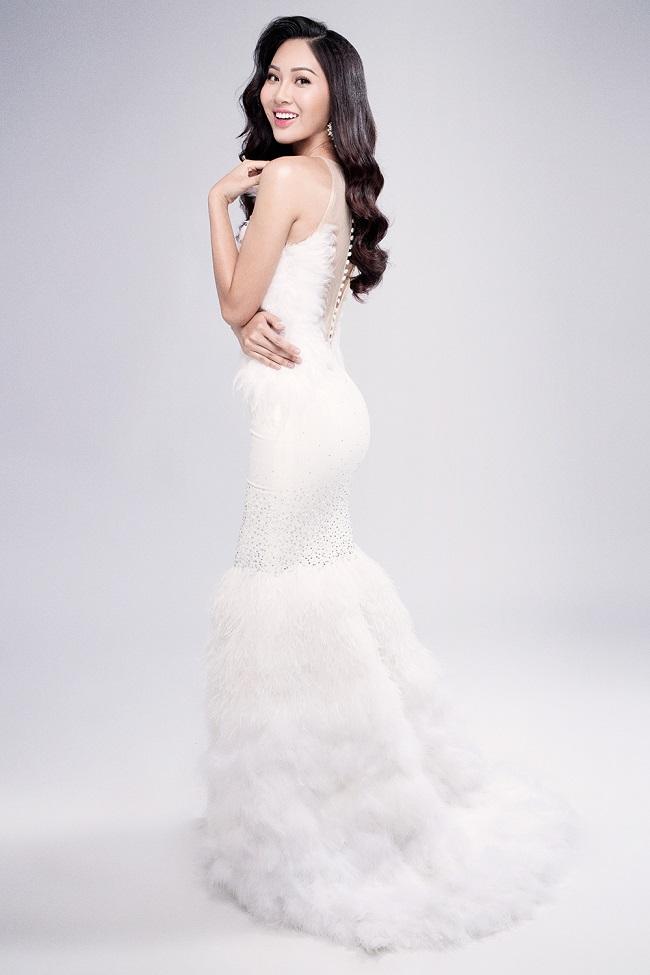 Diệu Ngọc rạng rỡ với đầm ren trước thềm Miss World - 2