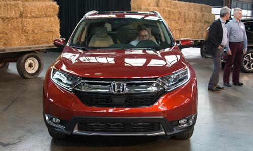 """Honda CR-V 2017: Êm hơn, lái """"sướng"""" hơn - 1"""