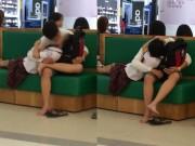 Bạn trẻ - Cuộc sống - Phản cảm hai học sinh âu yếm giữa trung tâm thương mại