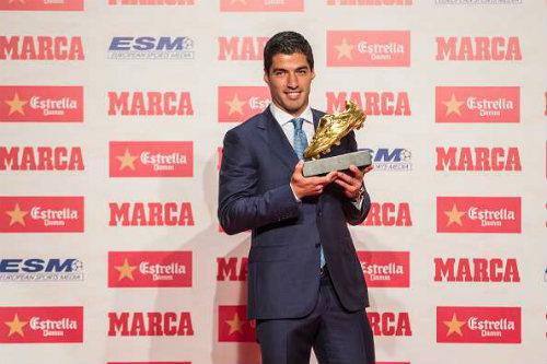 Suarez nhận giải thưởng Pichichi hồi tháng 4/2016