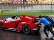 Ô tô - Lamborghini Veneno Roadster chết máy phải nhờ người đẩy nổ