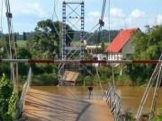 Tin tức trong ngày - Sập cầu treo ở Đồng Nai, nhiều người rơi xuống sông