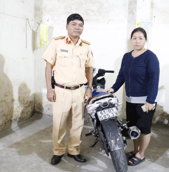 CSGT chở người dân theo dấu chiếc xe máy bị trộm - 1