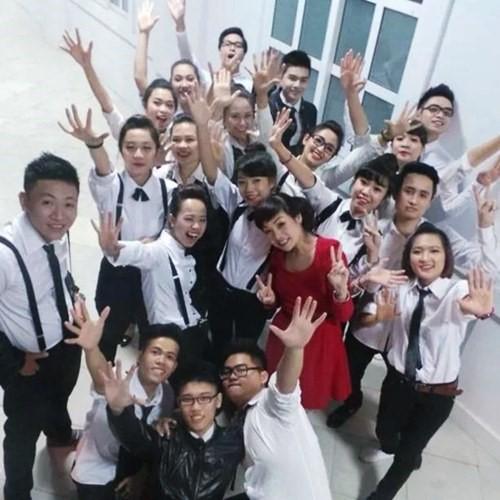 Ngắm trang phục của sao Việt khi đứng trên bục giảng - 8