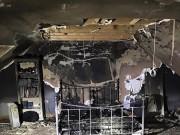 Công nghệ thông tin - Sạc iPhone qua đêm, phòng ngủ thiếu nữ cháy tan hoang