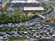 Tin tức trong ngày - Thủ tướng trả lời TPHCM việc giảm ùn tắc ở Tân Sơn Nhất