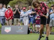 """Thể thao - Golf 24/7: Nữ VĐV tung cú đánh """"hại đời"""" khán giả nam"""
