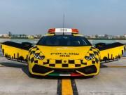 Tin tức ô tô - Lamborghini Huracan được dùng làm xe dẫn đường máy bay