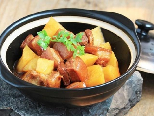 Thịt ba chỉ kho khoai tây cho bữa cơm thêm ngon