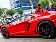 Tư vấn - Siêu Lamborghini Aventador Roadster náo loạn Sài Gòn khi đổ xăng