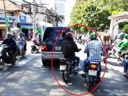 """An ninh Xã hội - """"Hiệp sĩ"""" SG bị nhóm nghi dàn cảnh trộm cắp tấn công"""