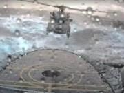 Thế giới - Video: Trực thăng hạ cánh trên tàu giữa sóng to gió lớn