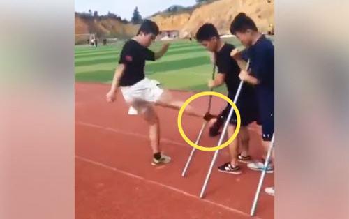 Sốc: Võ sĩ Trung Quốc chân không đá gãy 30 thanh sắt