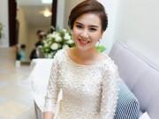 Bạn trẻ - Cuộc sống - MC Mai Ngọc diện áo dài đính 2.000 viên ngọc trai