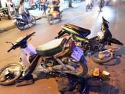 Tin tức trong ngày - Hai xe máy gãy làm đôi sau cú tông kinh hoàng