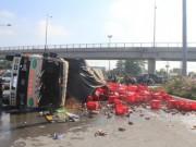 Tin tức trong ngày - Đồng Nai: Xe chở bia lật vùi 2 người đi đường
