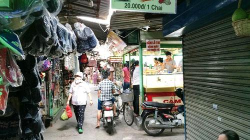 Nam thanh niên bị đâm cả chục nhát dao giữa chợ