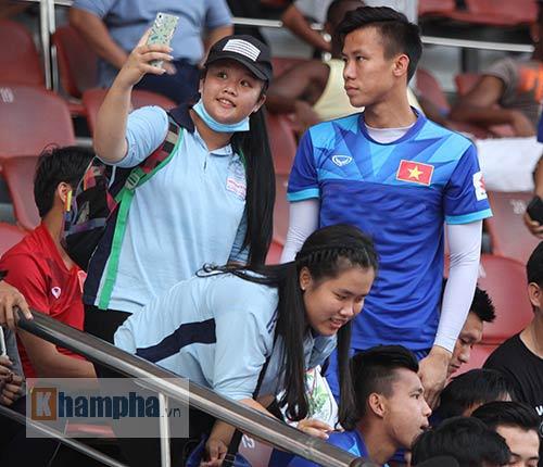 """Nữ sinh háo hức """"săn"""" ĐT Việt Nam sắp đá bán kết AFF Cup"""
