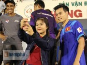 """Bóng đá - Nữ sinh háo hức """"săn"""" ĐT Việt Nam sắp đá bán kết AFF Cup"""