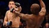 """UFC: Đối thủ ngã, tung seri 20 đấm như """"giã gạo"""""""