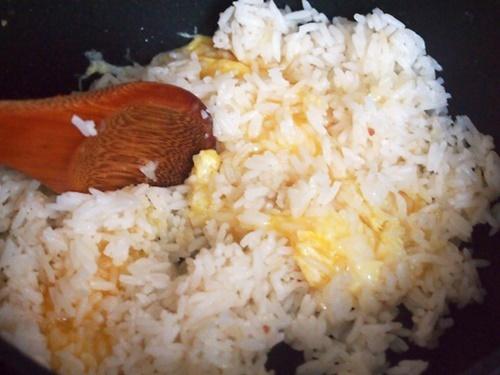 Cách làm cơm chiên Dương Châu ngon và đúng vị nhất - 10