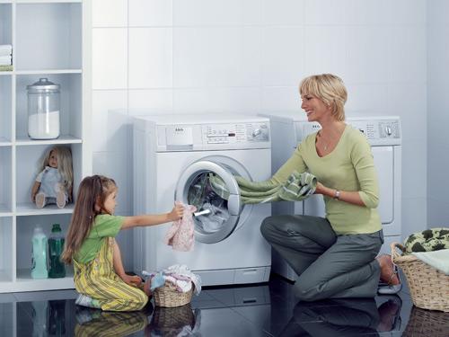 Mách mẹ cách giặt quần áo an toàn cho sức khỏe của bé - 1