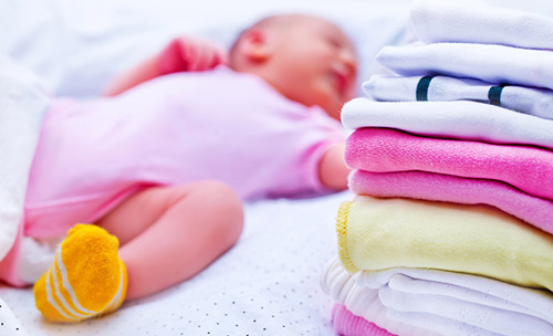 Mách mẹ cách giặt quần áo an toàn cho sức khỏe của bé - 2