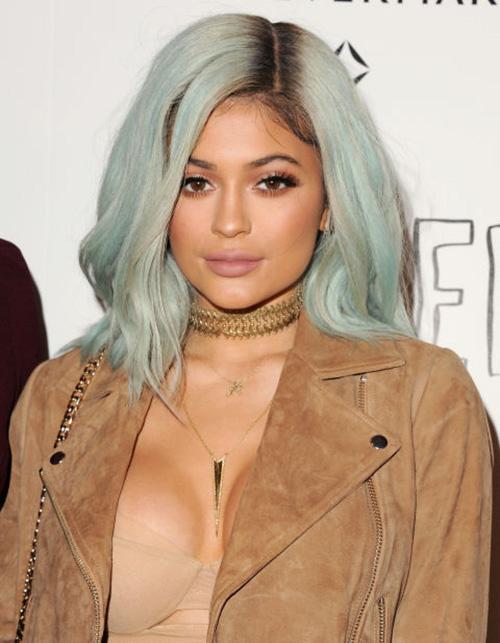 Sau tất cả, Kylie Jenner trở lại với tóc đen quyền lực - 5