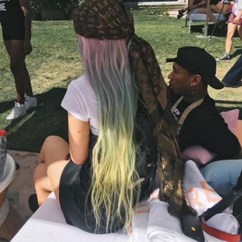 Sau tất cả, Kylie Jenner trở lại với tóc đen quyền lực - 14