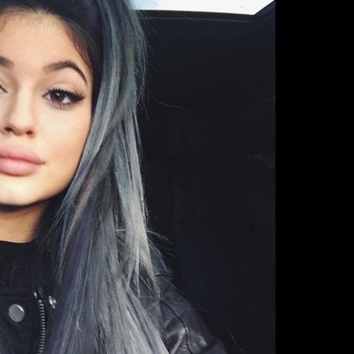 Sau tất cả, Kylie Jenner trở lại với tóc đen quyền lực - 12