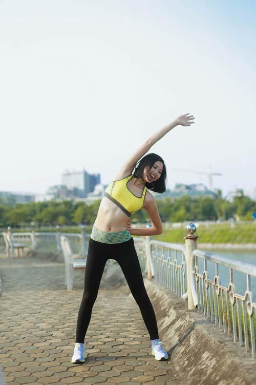 Người đẹp Đào Thị Hà luyện dáng sexy mà chẳng cần gym - 7