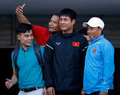 """ĐT Việt Nam: Hữu Thắng đầy """"bí ẩn"""", fan nữ chưng hửng"""
