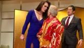 """Võ thuật MMA: Đả nữ """"khổng lồ"""" đấu """"bà già"""" hom hem 52 tuổi"""
