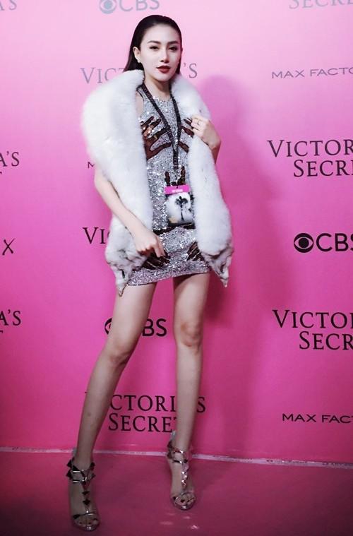 Ngọc Duyên - Lê Hà mặc sành điệu, đột nhập hậu trường Victoria's Secret - 1