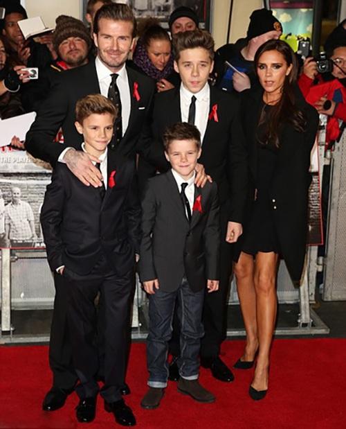 """Cuộc sống """"khác người"""" của cậu cả nhà Beckham"""