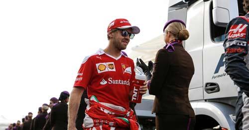 F1, Hamilton lật đổ bất thành: Vì Vettel không giúp?