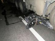 Tai nạn giao thông - Xe máy kẹp 3 chui vào gầm ô tô, 3 người tử vong