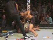 """Thể thao - UFC: Đối thủ ngã, tung seri 20 đấm như """"giã gạo"""""""