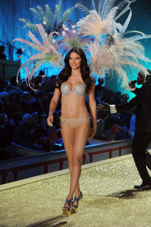 Cận cảnh loạt nội y cực xa xỉ trong lịch sử Victoria's Secret - 7