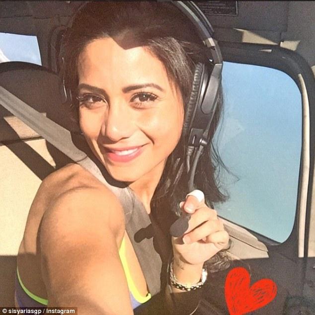 Máy bay chở đội bóng rơi: Lời cuối của nữ cơ phó xinh đẹp - ảnh 2