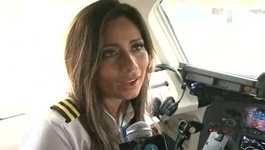 Máy bay chở đội bóng rơi: Lời cuối của nữ cơ phó xinh đẹp