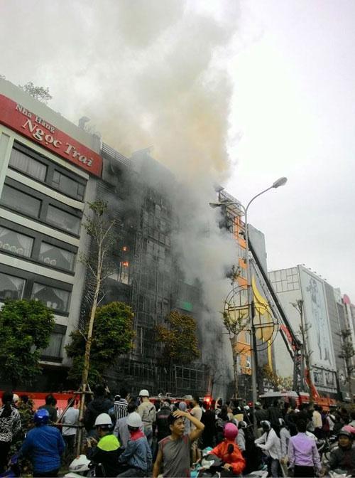 Cháy quán karaoke 13 người chết: Sẽ kỷ luật thêm nhiều cán bộ - ảnh 1