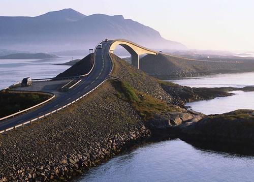 15 cây cầu điên rồ và đáng sợ nhất thế giới (P.1) - ảnh 2