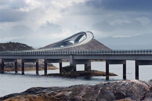 """15 cây cầu """"điên rồ"""" và đáng sợ nhất thế giới (P.1) - 1"""