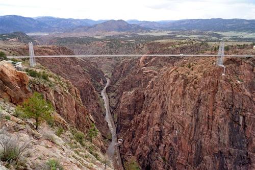 """15 cây cầu """"điên rồ"""" và đáng sợ nhất thế giới (P.1) - 5"""