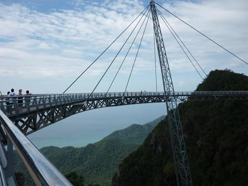 """15 cây cầu """"điên rồ"""" và đáng sợ nhất thế giới (P.1) - 8"""