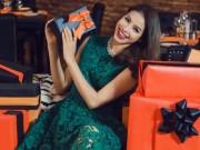 Thời trang - Hoa hậu Phạm Hương diện tông màu nóng đón Giáng sinh sớm